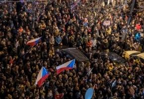 Manifestantes en Praga piden la dimisión del primer ministro
