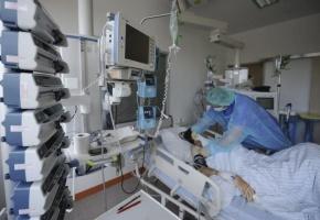 Los enfermeros denuncian el cierre de 12.700 camas de hospitales en verano