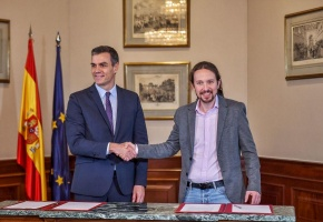 Pedro Sánchez y Pablo Iglesias firman un acuerdo de gobierno