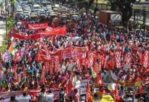 La huelga más grande del mundo paraliza la India: 250 millones de trabajadores, contra Modi