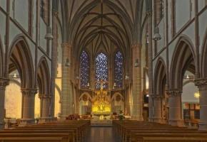 Un joven de 19 años mata con un crucifijo al sacerdote que abusó de él